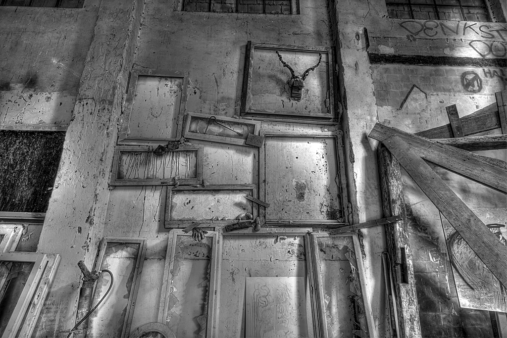 Spinnerei Jakobstal Bülach verlassen lostplace lost place urban exploration urbanex switzerland swiss urbanexploration.ch zerfall decay sw black and white art